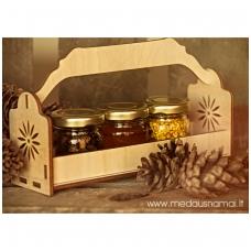 Bičių produktų rinkinukas mediniame krepšelyje