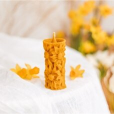 Bičių vaško žvakė su gėlėmis