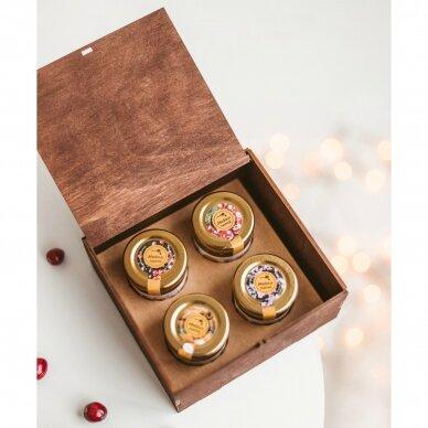 Kalėdinis medaus skanėstų rinkinys dovanų dėžutėje su eglute 2