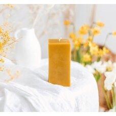 "Bičių vaško žvakė ""Jaukumas"", kvadrato formos  (12 x 6,3 cm)"