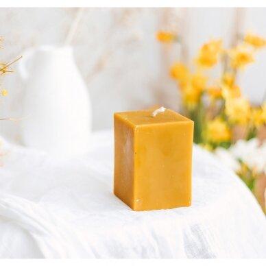 "Bičių vaško žvakė ""Jaukumas"", kvadrato formos (9 x 6,3 cm)"