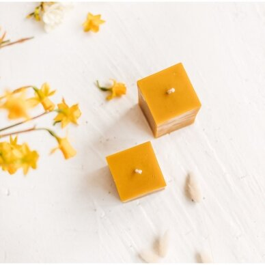 "Bičių vaško žvakė ""Jaukumas"", kvadrato formos (9 x 6,3 cm) 2"
