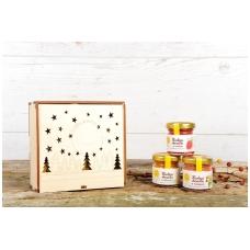 Medaus skanėstų rinkinys medinėje dovanų dėžutėje su eglutėmis