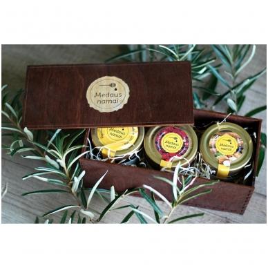 Medaus produktų rinkinys medinėje dėžutėje (rudos sp.)