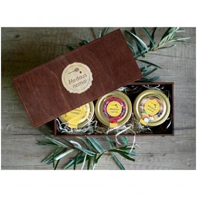 Medaus produktų rinkinys medinėje dėžutėje (rudos sp.) 2