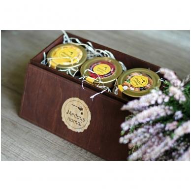 Medaus produktų rinkinys medinėje dėžutėje (rudos sp.) 3