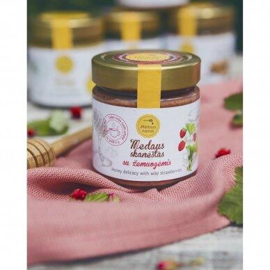 Medaus skanėstas su žemuogėmis, 200 g 2