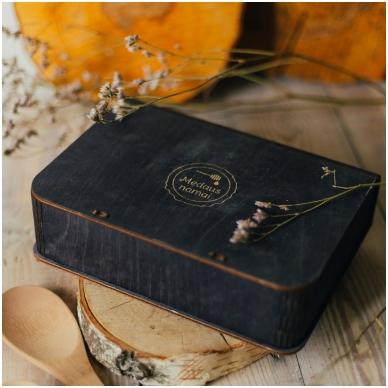 Medaus skanėstų asorti dovanų dėžutėje (juodos sp.) 2