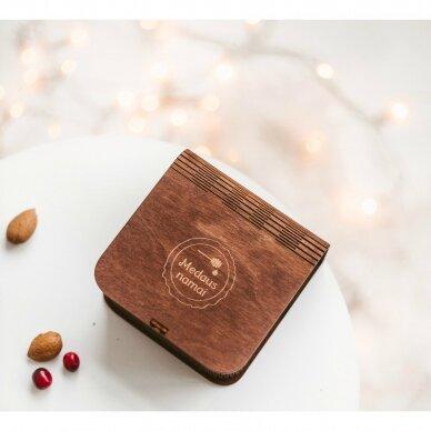 Medaus skanėstų asorti mini dovanų dėžutėje (rudos sp.)