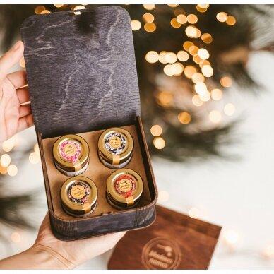 Medaus skanėstų asorti mini dovanų dėžutėje (juodos sp.)