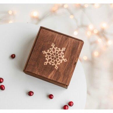 Kalėdinis medaus skanėstų rinkinys dovanų dėžutėje su snaige