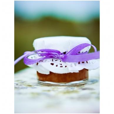 Medutis, dekoruotas baltu popieriuku ir violetine juostele