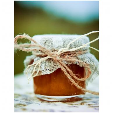 Medutis, dekoruotas drobe ir šakelėmis