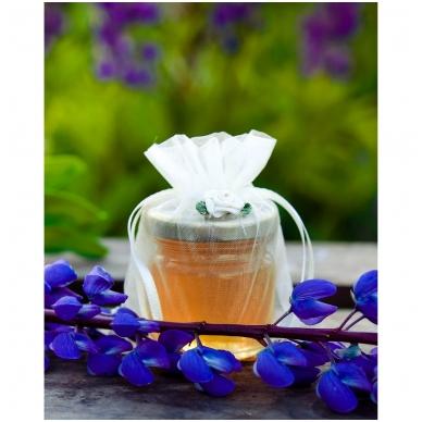 Medutis organzos maišelyje su rožyte (dramblio kaulo sp.)