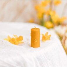 Žvakė su bitelėmis